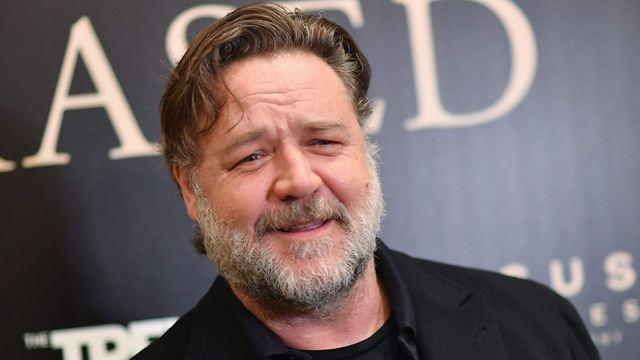 Russell Crowe vai estrelar suspense sobrenatural do roteirista de Pânico