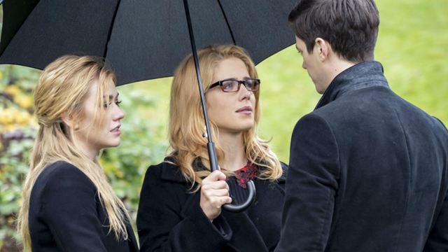Arrow: Fotos do episódio final trazem retorno de Felicity e mais participações especiais