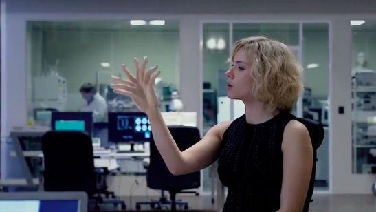 Filmes na TV: Hoje tem Lucy e No Limite do Amanhã