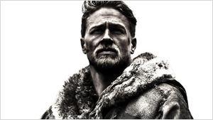 Comic-Con 2016: Teaser pôster de King Arthur tem Charlie Hunnam e a Excalibur