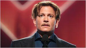 """Johnny Depp """"levava estilo de vida ultra-extravagante"""", alegam ex-gerentes financeiros em processo"""