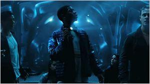 Power Rangers exploram nave de Zordon em clipe inédito