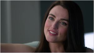 Katie McGrath é promovida ao elenco regular de Supergirl