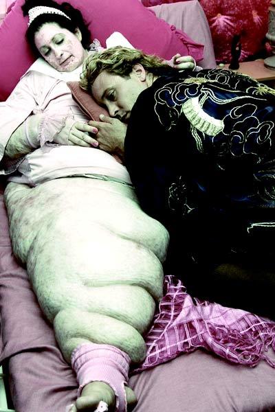 Feed - Fome Assassina : Foto Alex O'Loughlin, Gabby Millgate