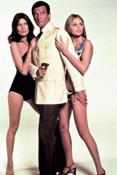 007 Contra o Homem com a Pistola de Ouro : Foto Britt Ekland, Maud Adams, Roger Moore
