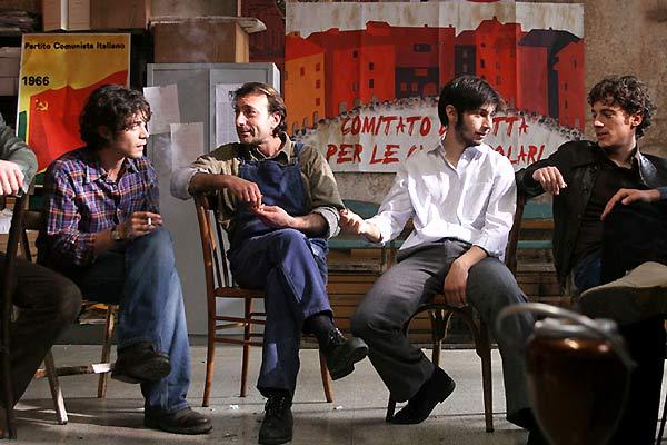 Meu Irmão é Filho Único : Foto Daniele Luchetti, Elio Germano, Riccardo Scamarcio
