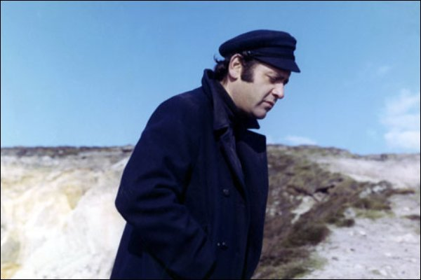 A Besta Deve Morrer: Jean Yanne, Claude Chabrol