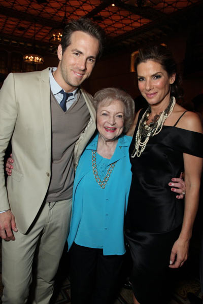 A Proposta : Foto Anne Fletcher, Betty White, Ryan Reynolds, Sandra Bullock
