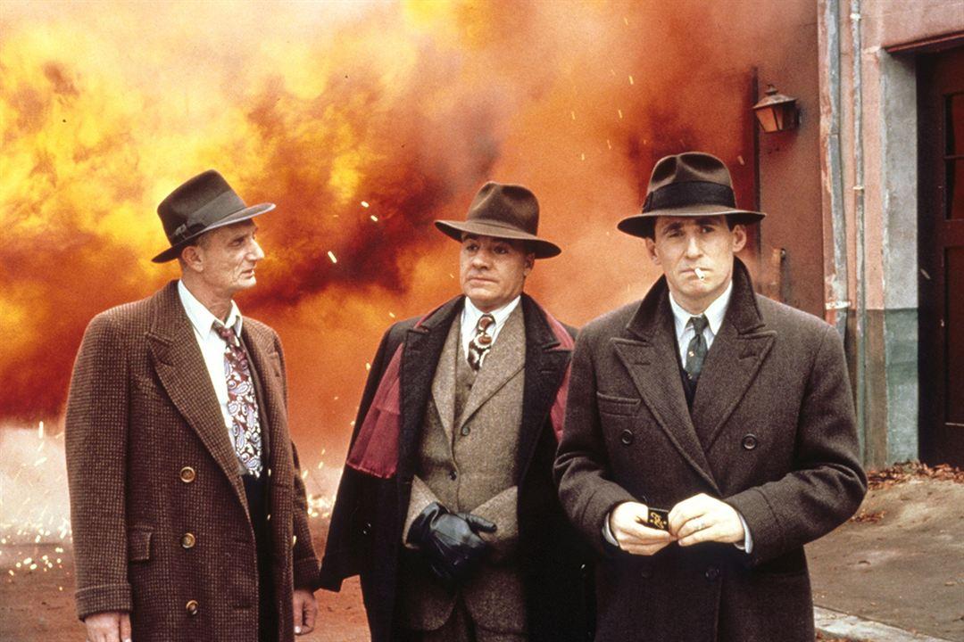 Ajuste Final : Foto Gabriel Byrne, J.E. Freeman, Jon Polito