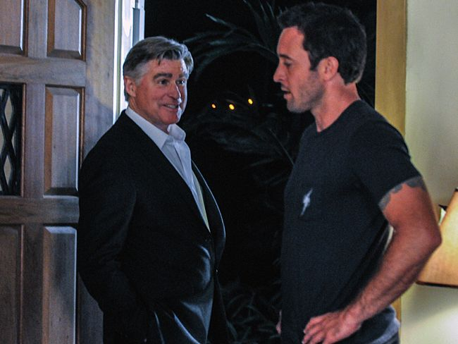 foto Alex O'Loughlin, Treat Williams
