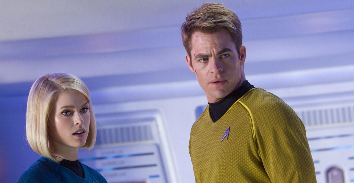 Além da Escuridão - Star Trek : Foto Alice Eve, Chris Pine