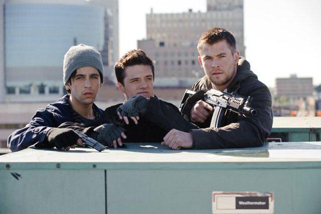 Amanhecer Violento : Foto Chris Hemsworth, Josh Hutcherson, Josh Peck, Liam Hemsworth