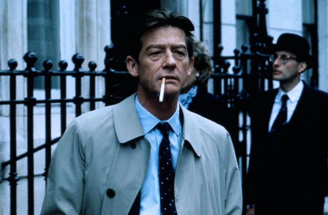 Escândalo - A História que Seduziu o Mundo: John Hurt