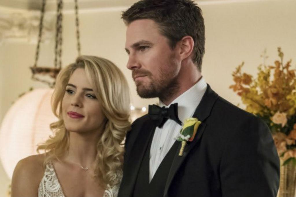 Arrow - Oliver (Stephen Amell) e Felicity (Emily Bett Rickards)