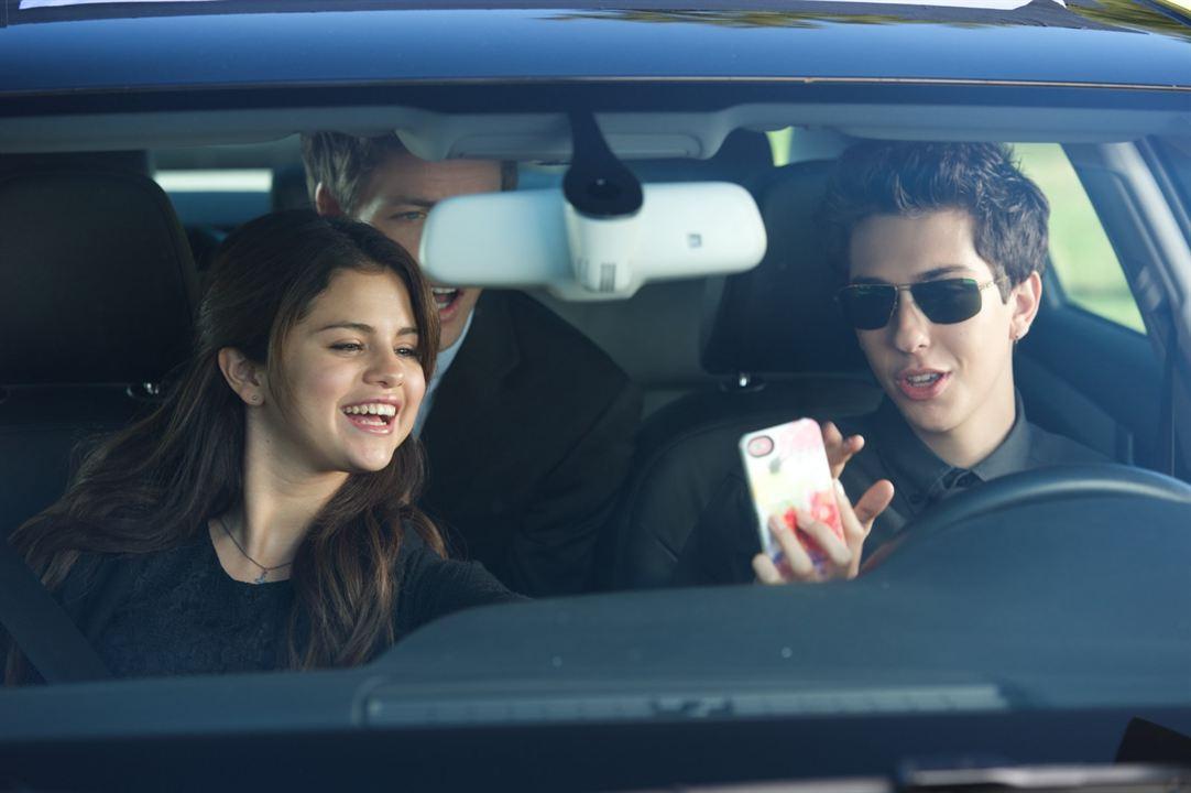 Tudo Para Ficar Com Ela : Foto Nat Wolff, Selena Gomez