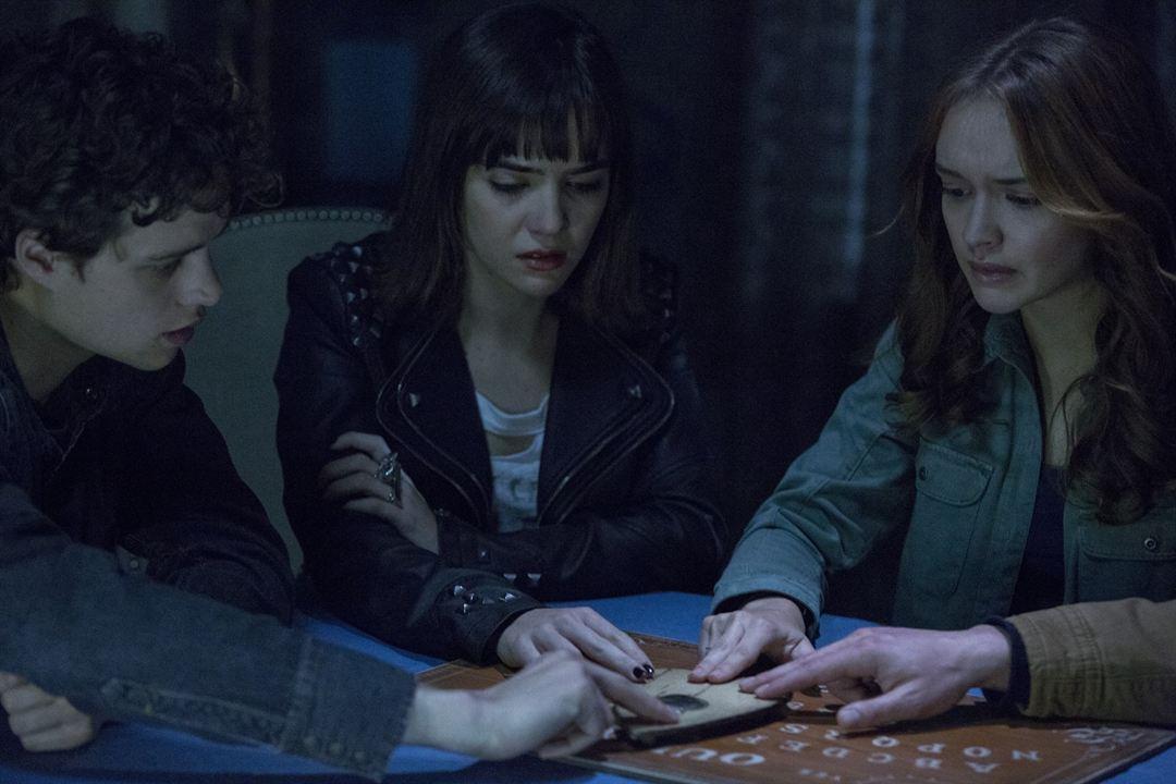 Ouija - O Jogo dos Espíritos : Foto Douglas Smith (III), Shelley Hennig