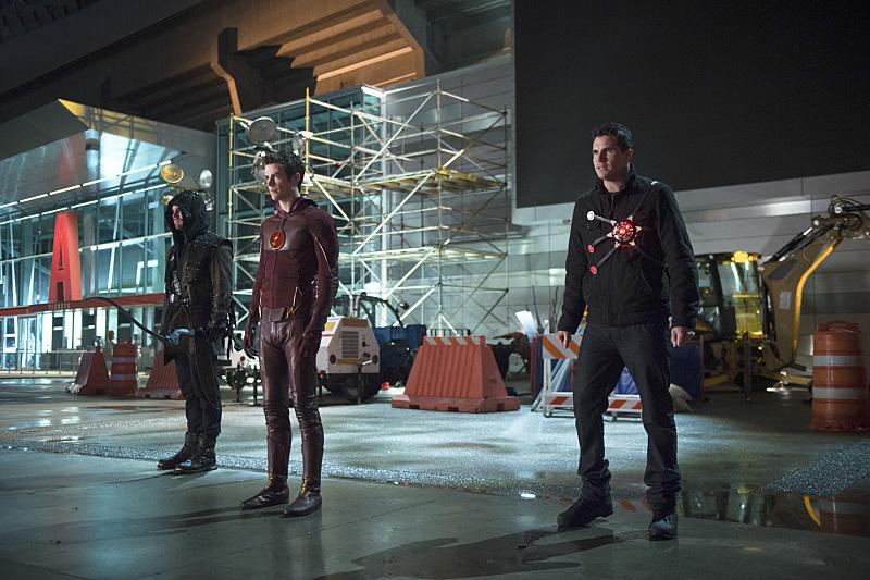 Foto Grant Gustin, Robbie Amell, Stephen Amell