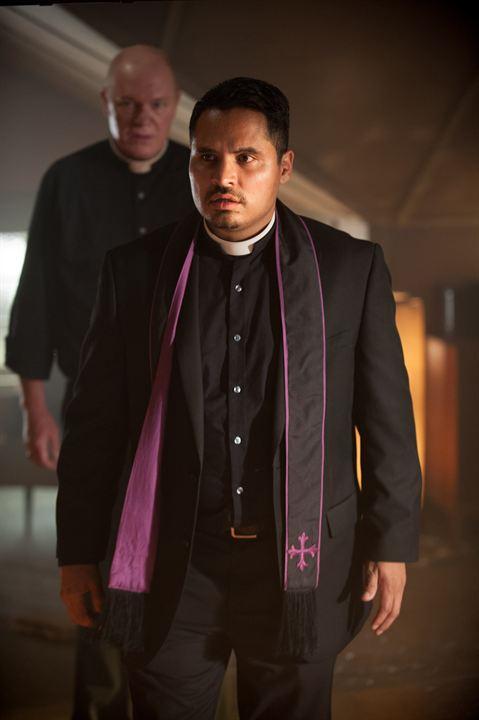 Exorcistas Do Vaticano : Foto Michael Peña, Peter Andersson