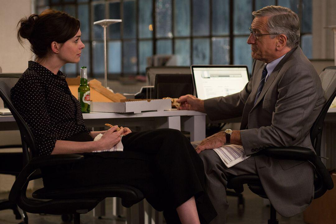 Um Senhor Estagiário : Foto Anne Hathaway, Robert De Niro