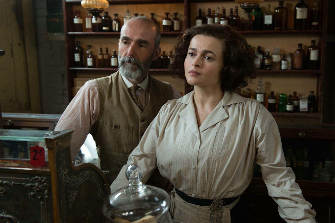 As Sufragistas: Finbar Lynch, Helena Bonham Carter
