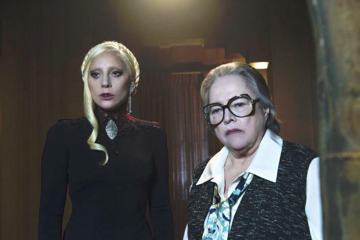 Foto Kathy Bates, Lady Gaga