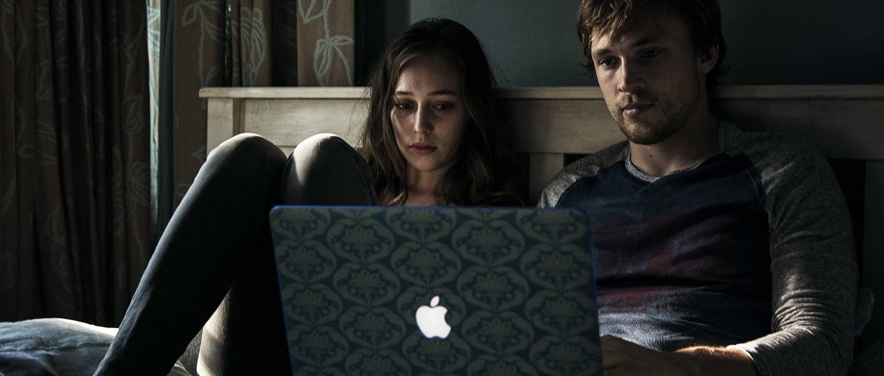 Friend Request : Foto Alycia Debnam-Carey, William Moseley