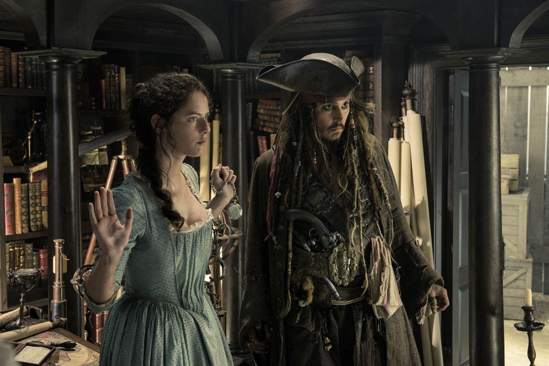 Piratas do Caribe - A Vingança de Salazar : Foto Johnny Depp, Kaya Scodelario