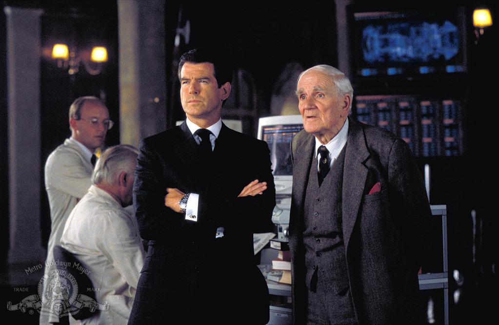 007 - O Mundo Não é o Bastante : Foto Desmond Llewelyn, Pierce Brosnan