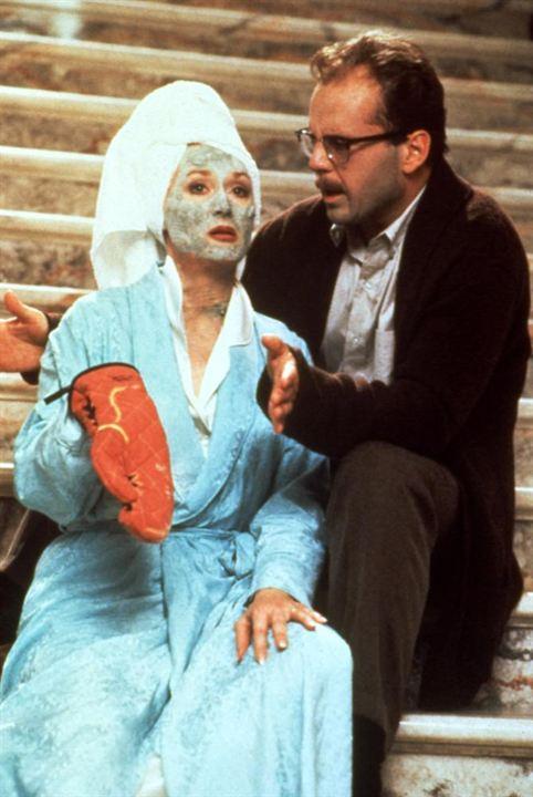 A Morte lhe Cai Bem: Bruce Willis, Meryl Streep
