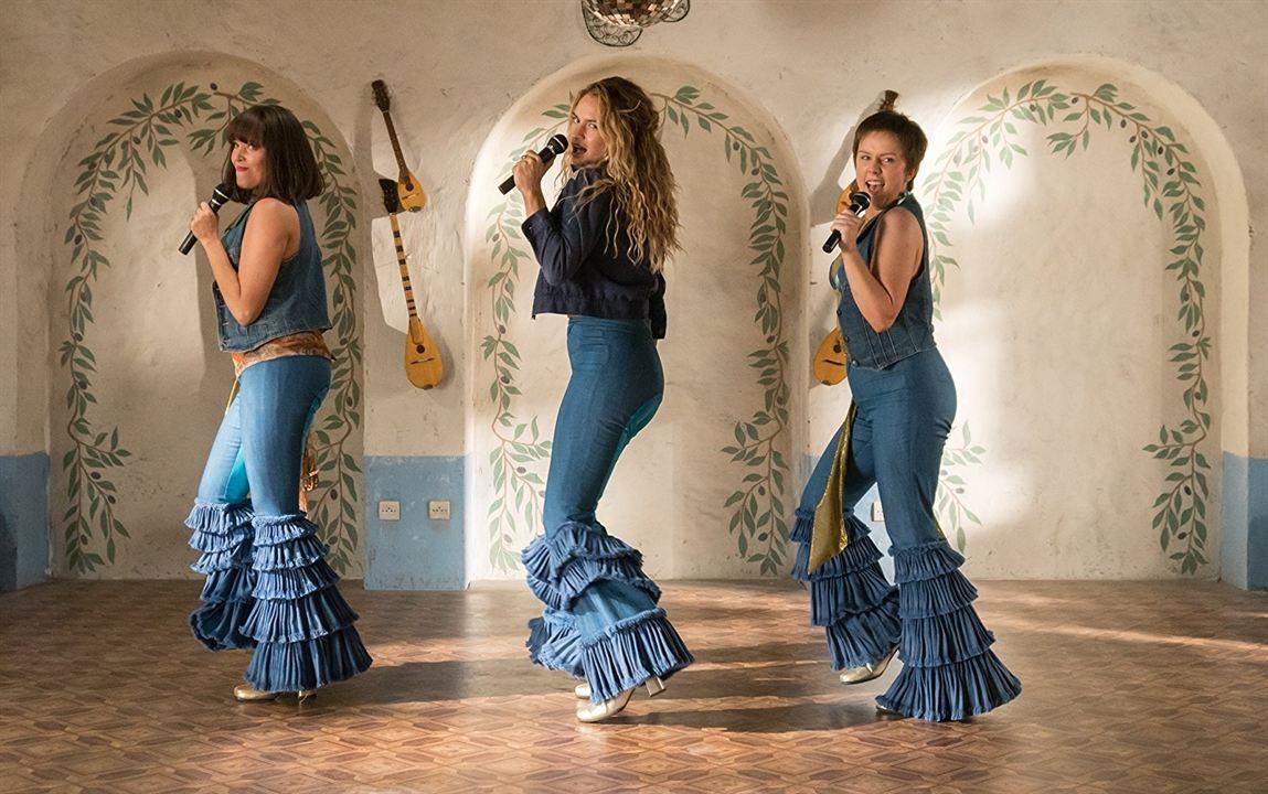 Mamma Mia! Lá Vamos Nós de Novo : Foto Alexa Davies, Jessica Keenan Wynn, Lily James