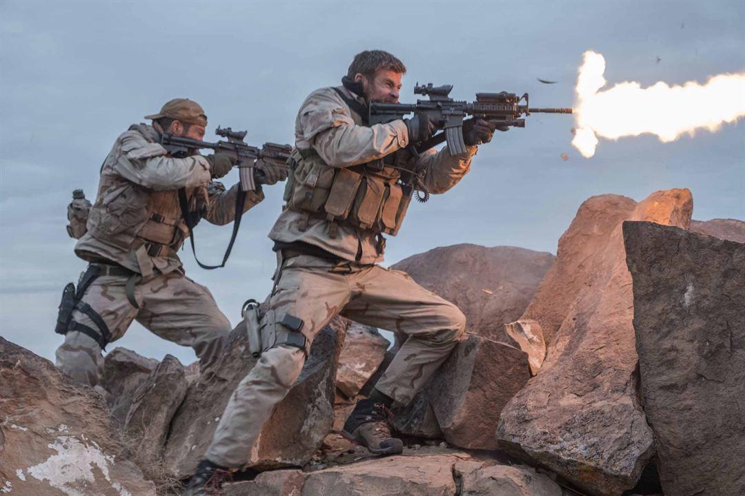 12 Heróis : Foto Chris Hemsworth