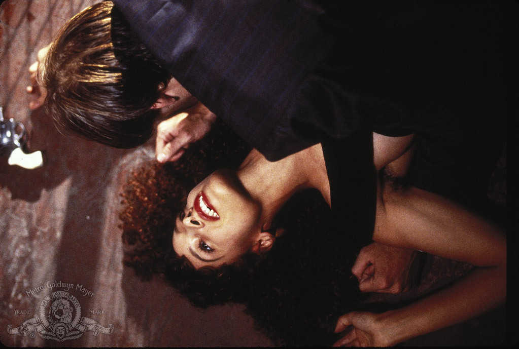 O Beijo do Vampiro : Foto Jennifer Beals, Nicolas Cage