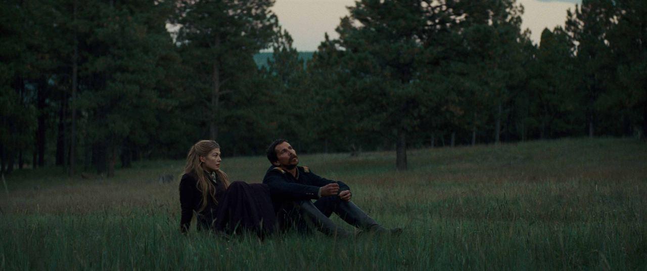 Hostis : Foto Christian Bale, Rosamund Pike