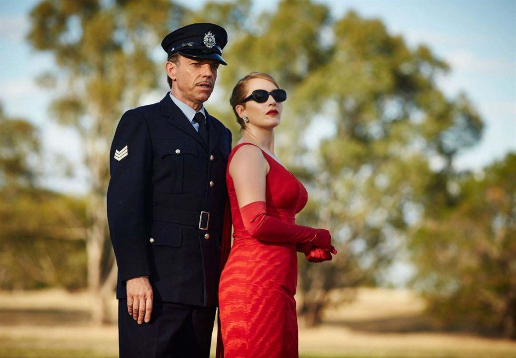 A Vingança Está na Moda: Kate Winslet, Hugo Weaving