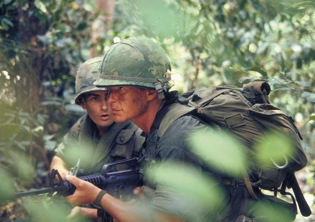 Platoon : Foto Charlie Sheen, Tom Berenger
