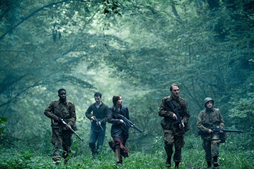 Operação Overlord : Foto John Magaro, Jovan Adepo, Mathilde Ollivier, Wyatt Russell