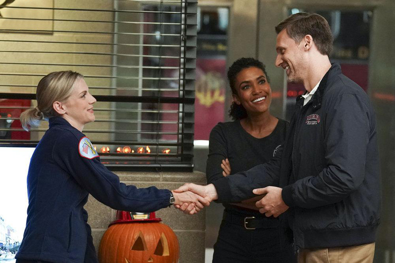 Foto Annie Ilonzeh, Kara Killmer, Teddy Sears