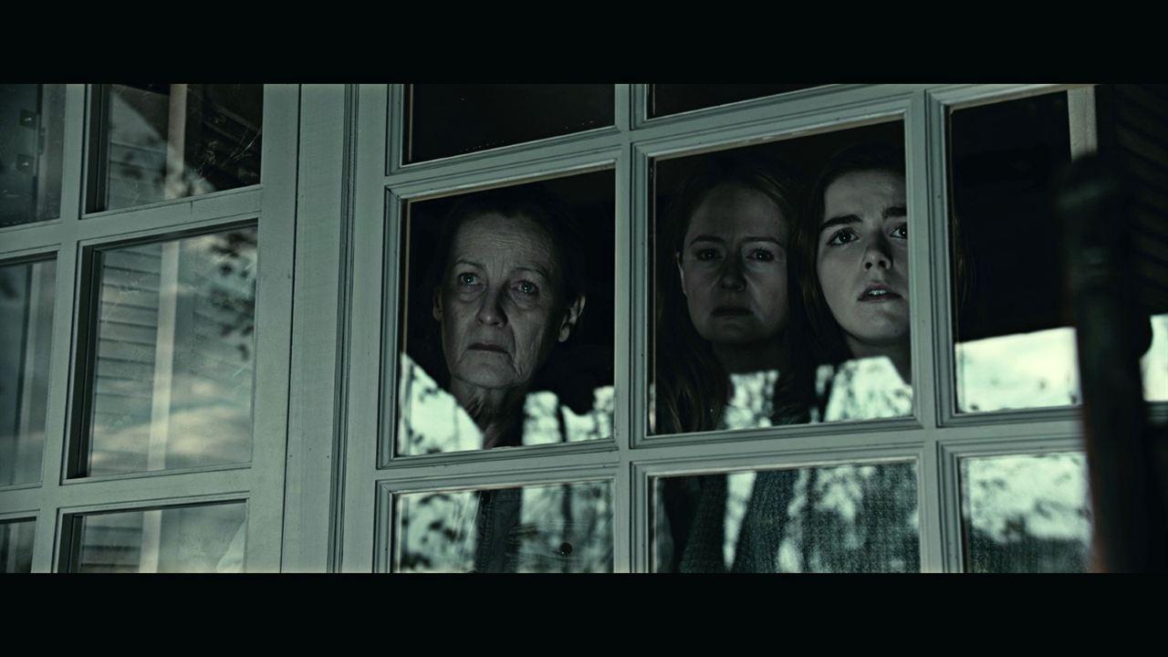 The Silence: Kate Trotter, Miranda Otto, Kiernan Shipka