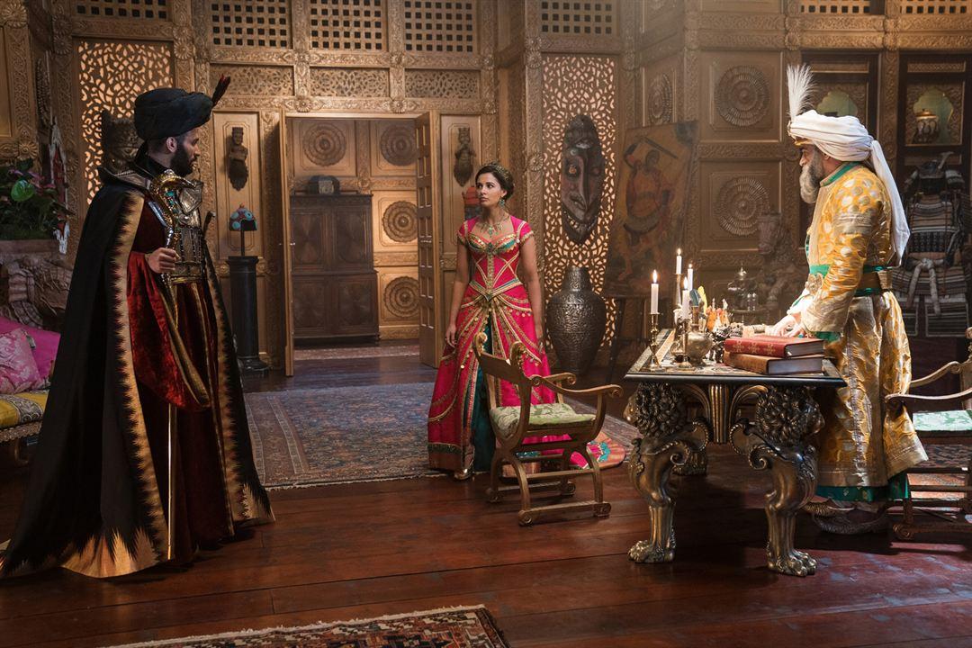 Aladdin : Foto Marwan Kenzari, Naomi Scott, Navid Negahban