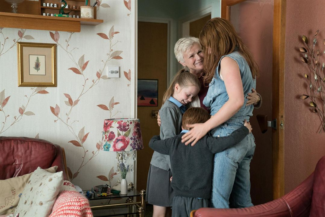 As Loucuras de Rose : Foto Jessie Buckley, Julie Walters