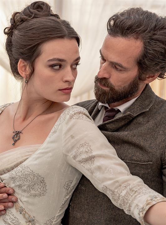 Eiffel : Foto Emma Mackey, Romain Duris