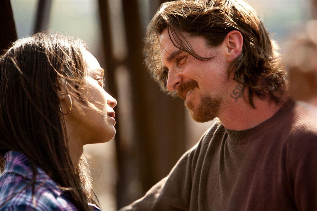 Tudo por Justiça : Foto Christian Bale, Zoe Saldana