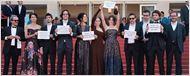 Festival de Cannes 2016: Equipe de Aquarius protesta contra o impeachment de Dilma Rousseff em première