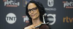 Sônia Braga vence o prêmio de melhor atriz por Aquarius nos Prêmios Platino