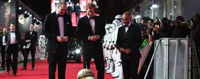 Star Wars - Os Últimos Jedi: Princípes William e Harry são recebidos por BB-8 na première do filme