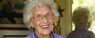 Atriz mais velha em atividade em Hollywood, Connie Sawyer morre aos 105 anos