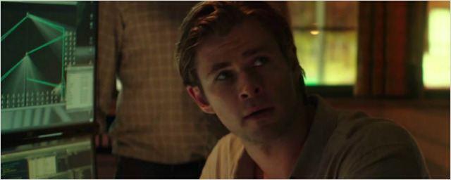 Hacker: Suspense de Michael Mann estrelado por Chris Hemsworth ganha trailer legendado