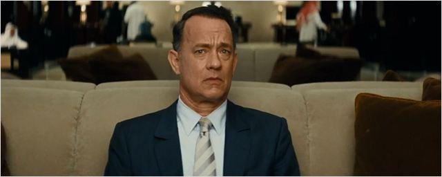 Personagem de Tom Hanks troca de cenário para mudar de vida no primeiro trailer do drama A Hologram for the King