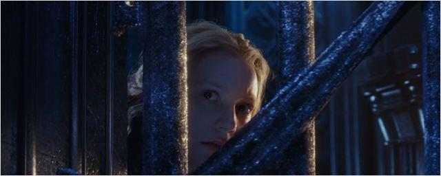 Alice Através do Espelho tem novo trailer legendado!