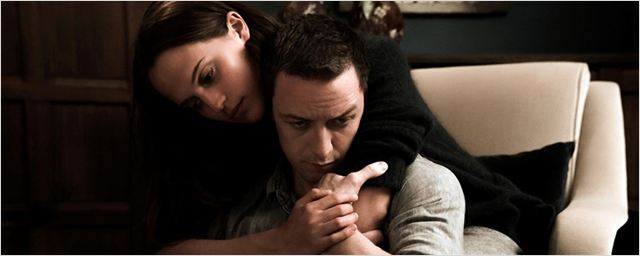 Divulgada a primeira imagem de Alicia Vikander e James McAvoy no drama Submergence